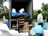 Chargement du container par les bénévoles en 2014